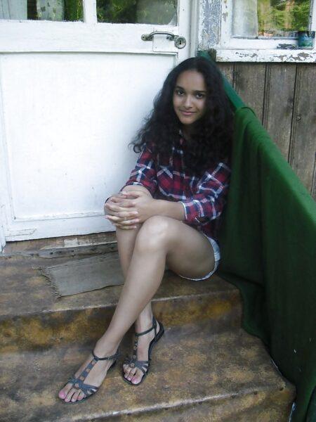 Nada, 18 cherche une aventure sans lendemain